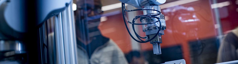 A robotic arm in a Temple robotics lab.